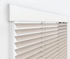 Жалюзи Изотра 16 мм на пластиковые окна - цвет светло-серый